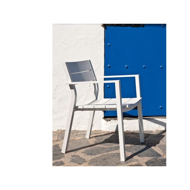 Conjunto de sillas y mesa en resina blanco car interior for Sillas y sillones para jardin