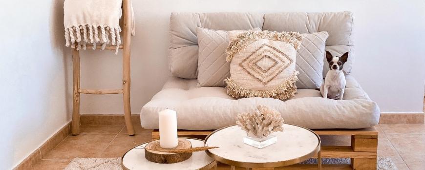 Cómo decorar y hacer uso de un sofá de palet en la temporada de invierno
